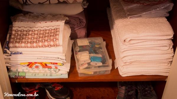 E ainda teve espaço pra colocar minha caixinha de costuras (que também vai passar por uma triagem)